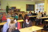 Diskusija 11.c klasē par aizceļošanas plusiem un mīnusiem