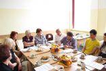 Projekta grupa un Aknīstes komanda, apspriežot projektā padarīto, ieguvumus, izaicinājumus