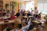 Skolotāja Z.Ļaščuka vada stundu par putniem 3.klasē