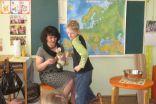 Skolotāja Daina un Lieldienu Zaķis mudina atrast kartē Latviju, vēlāk arī  Vāciju, Poliju, Slovēniju.
