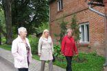 Silvija Zvaigznīte, Linda Ugaine un Irēna Ābeltiņa dodas iepazīties ar sakoptākajām Lizuma vietām