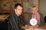 skolotājs S.Rakauskis un projekta koordinatore D.Zelmene piedalās pedagoģiskās padomes sēdē